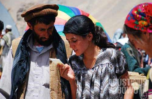 An Afghan man and a Tajik woman, in Ishkashim international bazaar