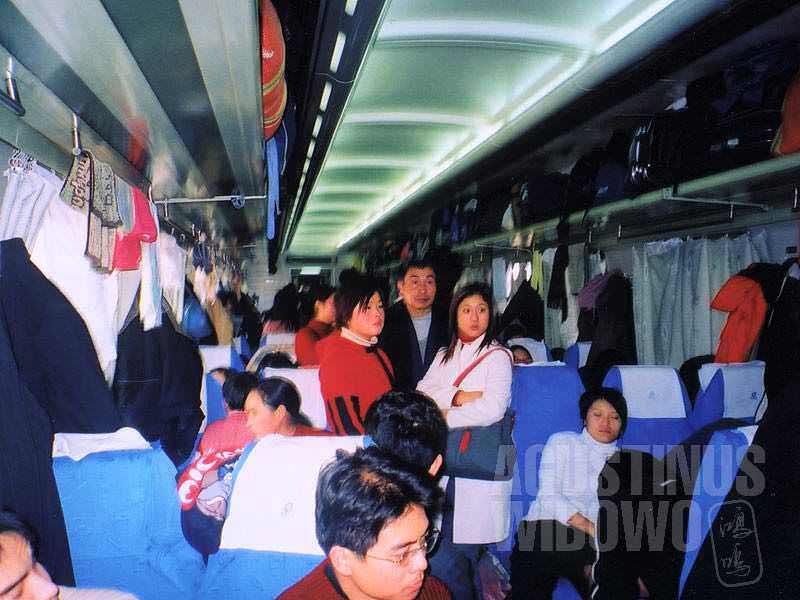 "Padatnya kereta China kelas ""kursi keras"" untuk perjalanan panjang 48 jam (AGUSTINUS WIBOWO)"