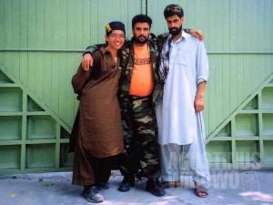 Bersama para bodyguards Afghan di Konsulat Afghan di Pakistan (AGUSTINUS WIBOWO)