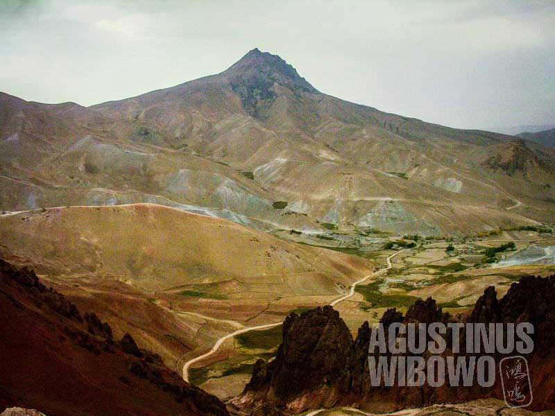 1.Perlintasan jalan menuju Yakawlang, Nancy Dupree menyebutnya sebagai puncak terindah di Afghanistan (AGUSTINUS WIBOWO)