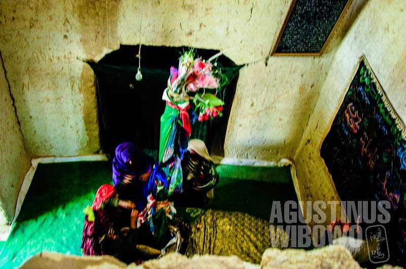 5.Bersembahyang di bangunan suci Hazrat Ali (AGUSTINUS WIBOWO)