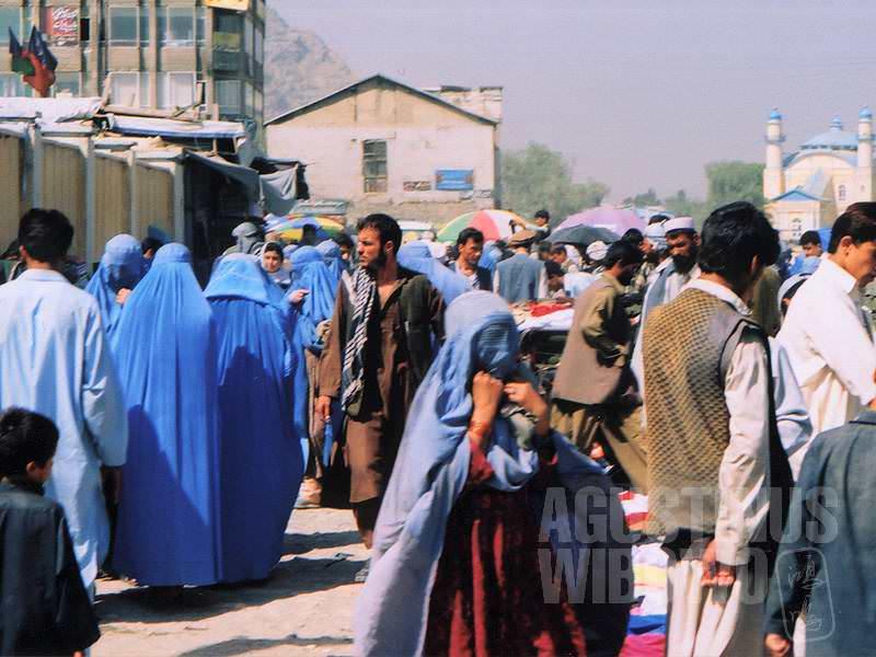 Jauh lebih banyak perempuan di jalanan Kabul daripada Peshawar (AGUSTINUS WIBOWO)