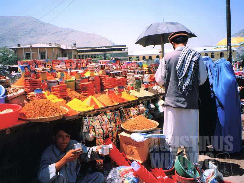 Warna-warni masala India di jalanan Kabul (AGUSTINUS WIBOWO)