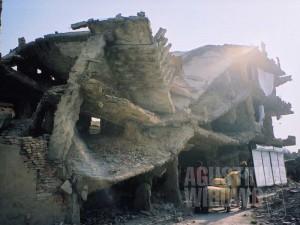 Birokrasi di negeri yang hancur lebur juga membuat kami hancur lebur. (AGUSTINUS WIBOWO)