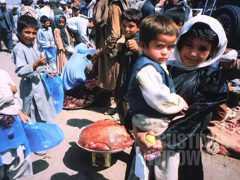 Pasar Kabul selalu dipenuhi anak-anak (AGUSTINUS WIBOWO)