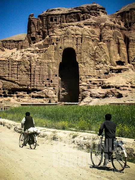 Gua-gua patung raksasa mendominasi langit Bamiyan (AGUSTINUS WIBOWO)