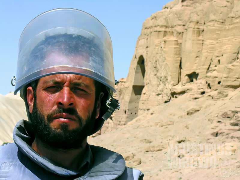 Para pembersih ranjau telah didatangkan ke situs Buddha Bamiyan. (AGUSTINUS WIBOWO)