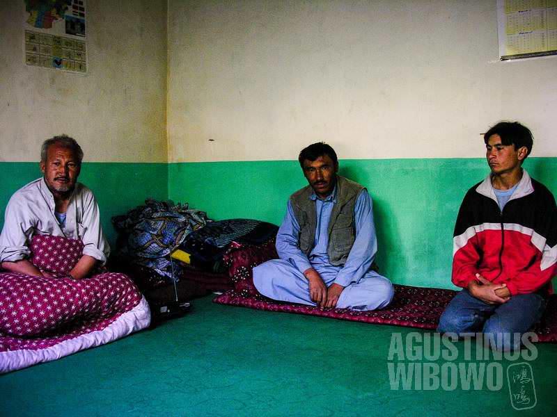 """""""Pasti orang-orang Tajik itu pelakunya!"""" kata mereka. (AGUSTINUS WIBOWO)"""