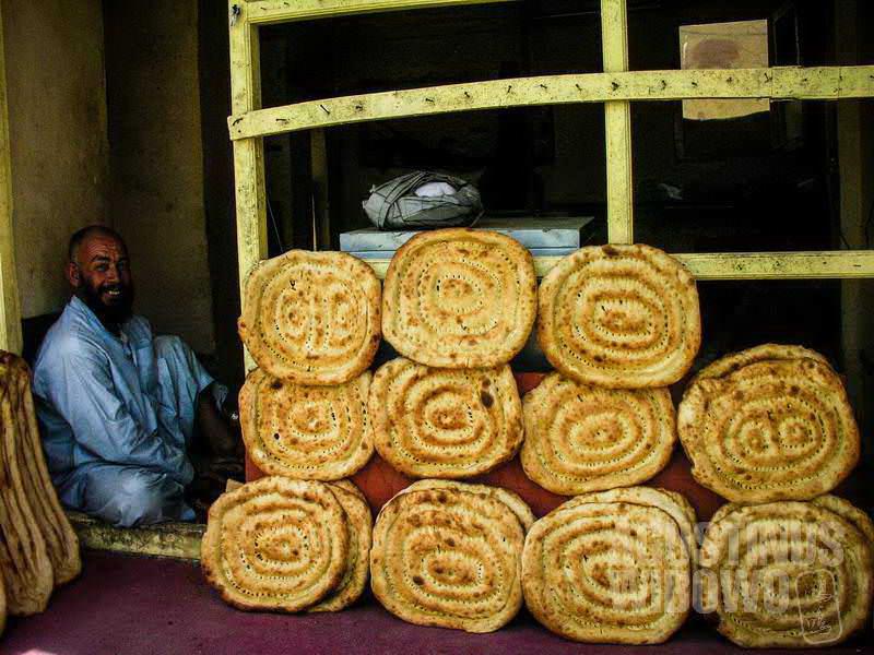 7.Roti di Kandahar berbentuk kotak, berbeda dengan di bagian lain Afghanistan yang lebih lonjong dan panjang. (AGUSTINUS WIBOWO)