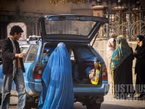 1.Wanita duduk di bagasi, laki-laki di depan. (AGUSTINUS WIBOWO)