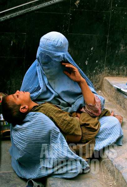 3.Banyak janda perang yang tersekap ketidakberdayaan dan menjadi pengemis di jalanan (AGUSTINUS WIBOWO)