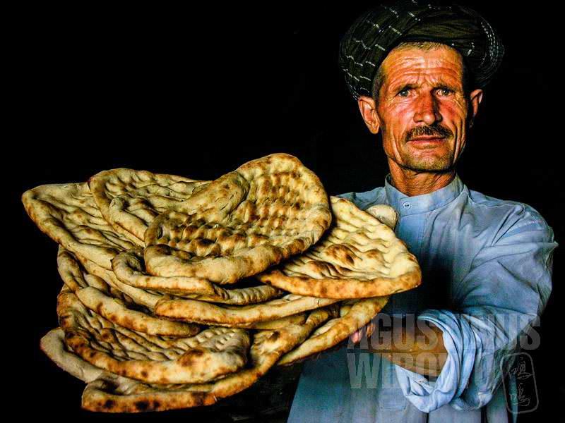 8.Roti lezat yang masih hangat dari tungkunya (AGUSTINUS WIBOWO)