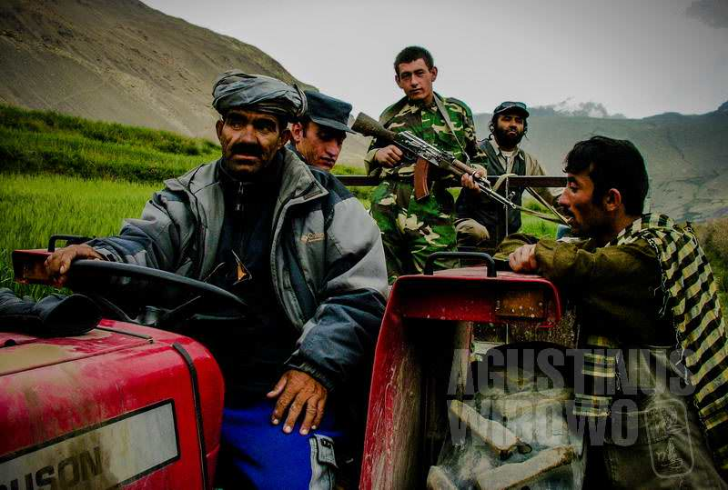 1.Juma Khan dan traktornya (AGUSTINUS WIBOWO)