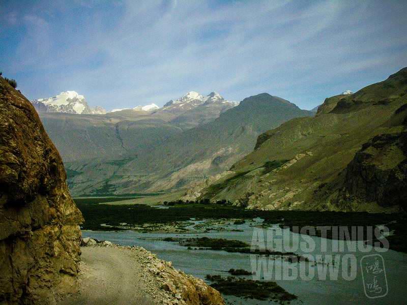 4.Aku ditinggal sendirian di pegunungan seperti ini (AGUSTINUS WIBOWO)