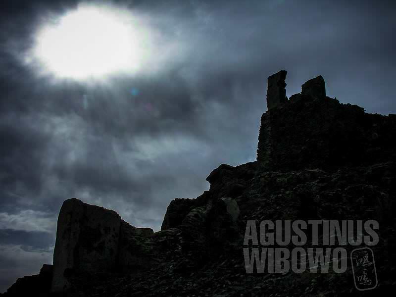 6.Senja di reruntuhan (AGUSTINUS WIBOWO)