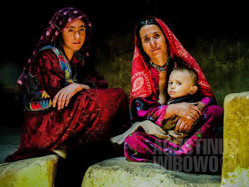 7.Para perempuan di rumah Bakhtali (AGUSTINUS WIBOWO)