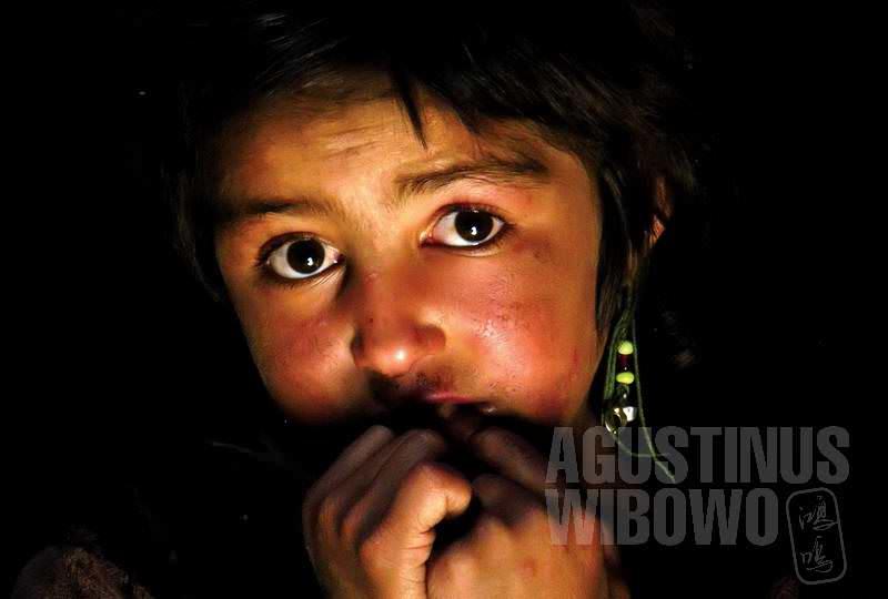 1.Tatap mata Nozik, gadis cilik di rumah Bulbul (AGUSTINUS WIBOWO)