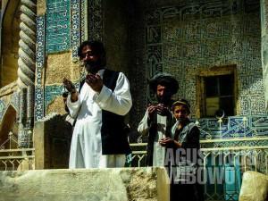 1.Tujuan utama orang datang ke Balkh adalah untuk berziarah (AGUSTINUS WIBOWO)