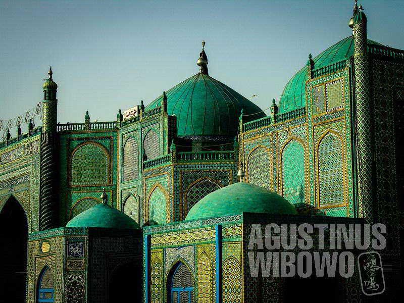 2.Orang Afghan percaya, jenazah Ali bin Abi Thalib ada di sini (AGUSTINUS WIBOWO)