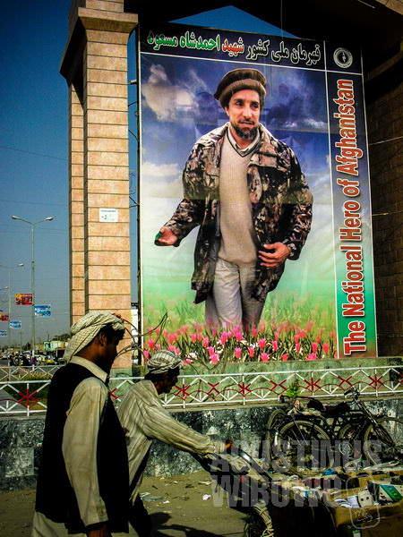4.Ahmad Shah Massoud, kematiannya selalu dikenang, dan posternya tersebar di mana-mana (AGUSTINUS WIBOWO)