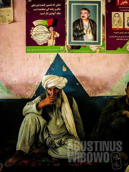 4.Poster Dostum terlihat di mana-mana di wilayah etnis Uzbek ini (AGUSTINUS WIBOWO)