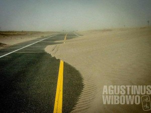 2.Jalan menuju Iran, terkenal akan badai pasir yang dahsyat (AGUSTINUS WIBOWO)