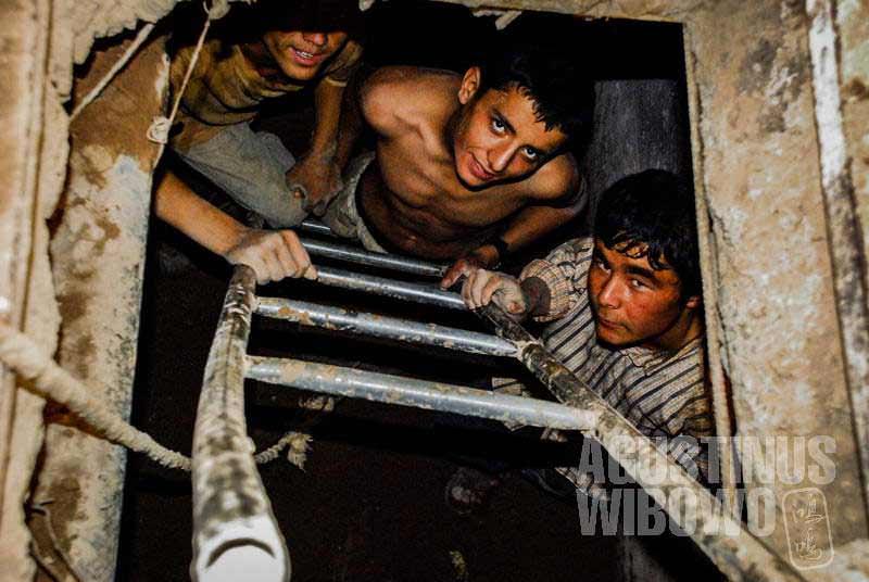 2.Mereka mau melakukan pekerjaan apa pun yang tidak mau dilakukan oleh orang Iran (AGUSTINUS WIBOWO)