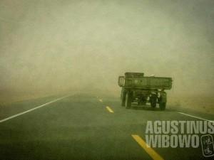 1.Di tengah badai pasir dalam perjalanan menuju Herat (AGUSTINUS WIBOWO)