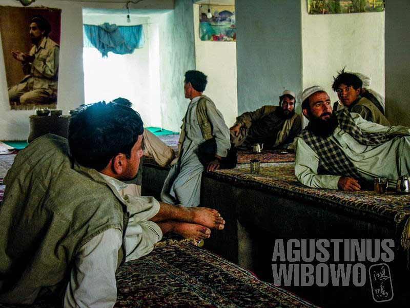 2.Suasana santai di kedai teh (AGUSTINUS WIBOWO)