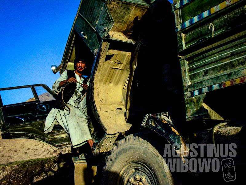1.Masteri dan truk rusaknya (AGUSTINUS WIBOWO)