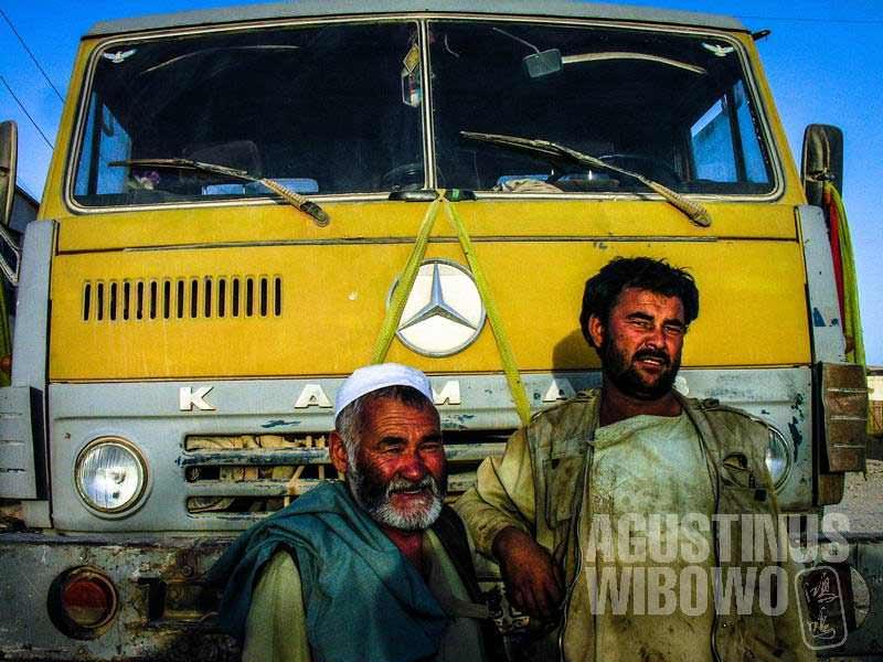 3.Cheragh dan truknya (AGUSTINUS WIBOWO)