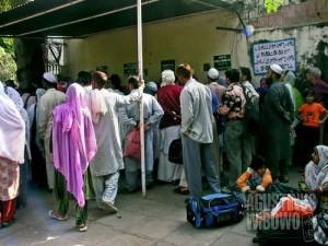 Kedutaan Pakistan yang ramai oleh para pemohon visa. (AGUSTINUS WIBOWO)