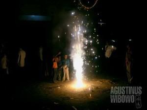 Perayaan Diwali penuh dengan api dan petasan. (AGUSTINUS WIBOWO)
