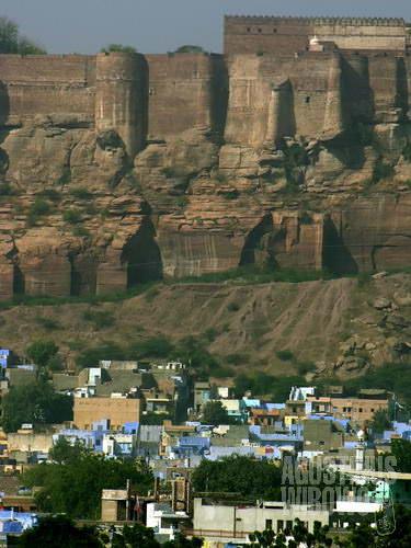Benteng Mehrangarh membayangi seluruh kota. (AGUSTINUS WIBOWO)