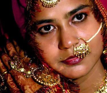 Mempelai wanita dengan segala pernak-pernik perhiasannya (AGUSTINUS WIBOWO)