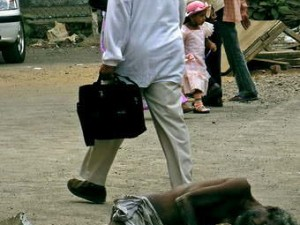 Penderita kusta yang tergeletak di depan rumah sakit ternama di Mumbai (AGUSTINUS WIBOWO)