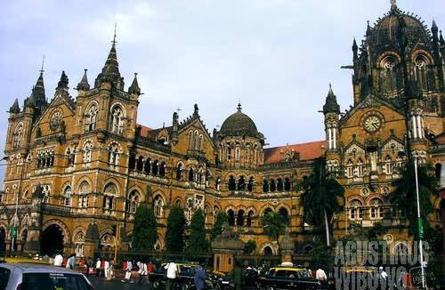 Stasiun kereta api Chhatrapati Shivaji Terminus (AGUSTINUS WIBOWO)