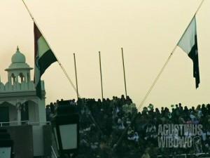 Bendera Pakistan dan India turun bersamaan (AGUSTINUS WIBOWO)