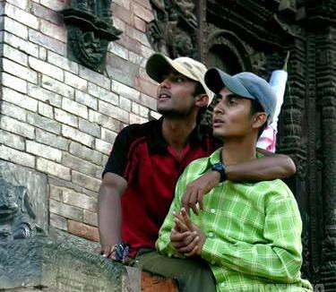 Never Ending Peace and Love, kontak badan antar kawan sejenis adalah hal biasa, menunjukkan eratnya persahabatan. (AGUSTINUS WIBOWO)