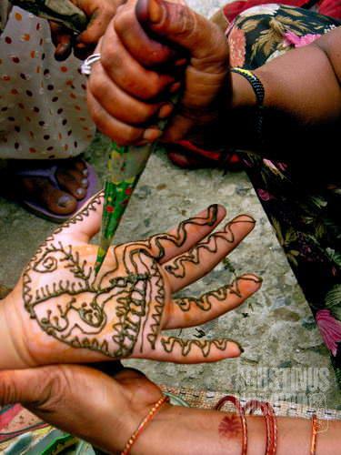 Hiasan henna (AGUSTINUS WIBOWO)