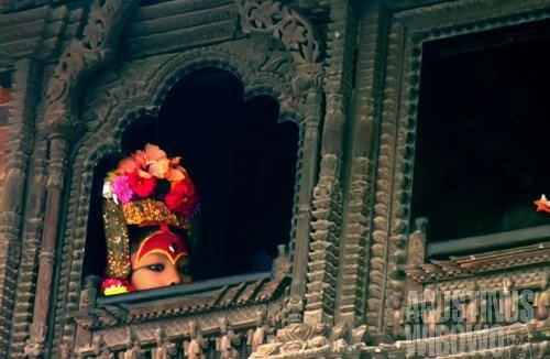 Sang Dewi mengintip dari balik jendela istananya. (AGUSTINUS WIBOWO)