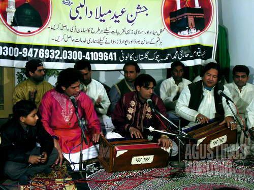 Sebuah grup qawwali kenamaan dari Lahore (AGUSTINUS WIBOWO)