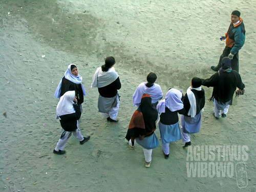 Semua gadis di Hunza pergi sekolah, sementara tingkat pendidikan kaum wanita di Pakistan secara rata-rata masih jauh tertinggal.