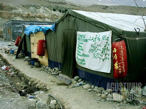 Kemah yang menjual masakan otentik dari negeri China