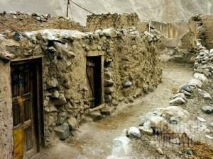 Barisan rumah batu Chapursan yang gersang  (AGUSTINUS WIBOWO)