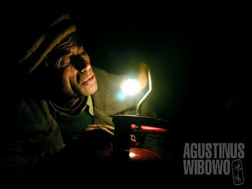 Sinar di tengah kegelapan (AGUSTINUS WIBOWO)