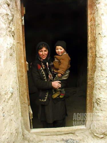 Adik perempuan Majid dan bayinya (AGUSTINUS WIBOWO)