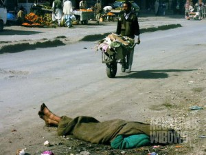 Pecandu narkotika terlelap di jalanan (AGUSTINUS WIBOWO)