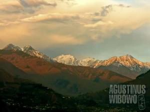 Barisan gunung salju terlihat dari Noraseri (AGUSTINUS WIBOWO)