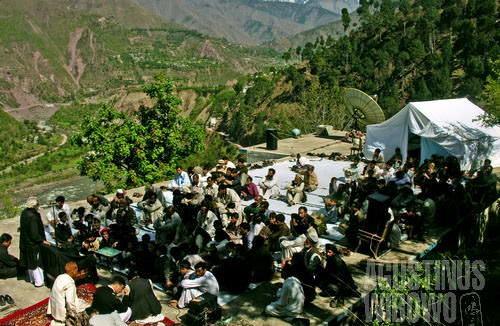 Majlis di atap rumah (AGUSTINUS WIBOWO)